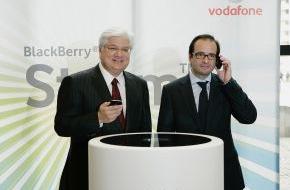 """Vodafone GmbH: Weltweit erstes """"klickbares"""" Touchscreen-Handy exklusiv bei Vodafone / BlackBerry Storm mit passenden Vodafone-Daten-Flatrates ab sofort verfügbar"""