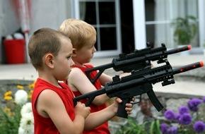 """ZDFinfo: """"Amerikas Waffen in Kinderhand"""": ZDFinfo-Doku zur Waffendebatte in den USA"""