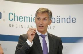 Chemieverbände Rheinland-Pfalz: Chemie mit Umsatzminus /  Schulfach Wirtschaft gefordert