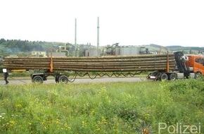 Polizeipräsidium Trier: POL-PPTR: Mit mehr als 12 Tonnen zu viel unterwegs - Polizei stoppt überladenen Holztransporter