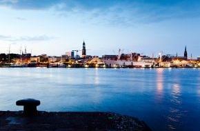 """Hamburg Tourismus GmbH: Hamburg immer beliebter: Übernachtungen steigen um 8,4 Prozent / Wirtschaftssenator Horch: """"Die Tourismuswirtschaft gewinnt weiter an Bedeutung für Hamburg"""" (mit Bild)"""