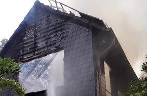 Feuerwehr Heiligenhaus: FW-Heiligenhaus: Dachstuhl nach Unwetter in Flammen (Meldung 14/2016)