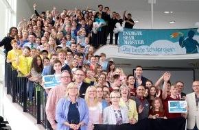 co2online gGmbH: Preisverleihung: Bundesumweltministerium hat heute Deutschlands beste Energiesparschulen ausgezeichnet / Teilnehmerrekord beim Energiesparmeister-Wettbewerb 2014: 240 Schulen und 35.000 Schüler aktiv