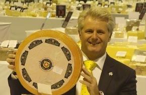 Affineur Walo von Mühlenen: L'affineur suisse Walo de Mühlenen une nouvelle fois distingué à l'occasion du World Cheese Award 2015 avec 2 fromages classés parmi les 16 meilleurs et un total de 12 prix remportés