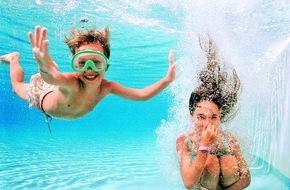 alltours flugreisen gmbh: Erfolgreiche Kooperation von alltours und Schwimmschule Sharky wird fortgesetzt / Schwimmkurse für Kinder auf Mallorca, Lanzarote und Fuerteventura