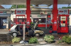 Feuerwehr Gelsenkirchen: FW-GE: Brennender PKW an einer Tankstelle - Feuerwehr verhindert Schlimmeres