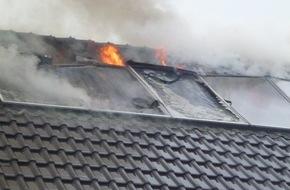 Freiwillige Feuerwehr Lage: FW Lage: Dachstuhlbrand in einem Einfamilienhaus