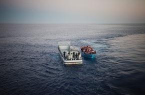 """UNO-Flüchtlingshilfe e.V.: """"Tödliche Überfahrt"""" - Foto der UNO-Flüchtlingshilfe beim PR-Bild Award 2015 ausgezeichnet"""