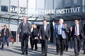 HPI Hasso-Plattner-Institut: Industrie 4.0: Gabriel sieht in Deutschland auch künftig Ausrüster der Welt / Gespräch mit Hasso Plattner auf HPI-Tagung in Potsdam