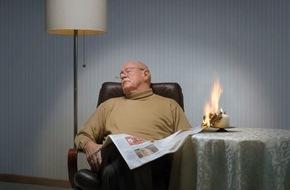 """Rauchmelder retten Leben: Ältere Menschen bei Wohnungsbränden besonders gefährdet / """"Rauchmelder retten Leben"""" entwickelt Checkliste zur Brandprävention für Senioren."""