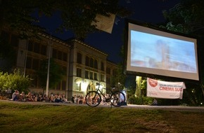 Helvetas: Helvetas mit solarbetriebenem Open-Air-Kino Cinema Sud auf Tournee