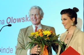 Faber-Castell: 1. Internationaler Faber-Castell-Preis für Zeichnung geht an amerikanische Künstlerin Trisha Donnelly / Werke der Preisträgerin und Nominierten bis 21. Oktober im Neuen Museum Nürnberg ausgestellt