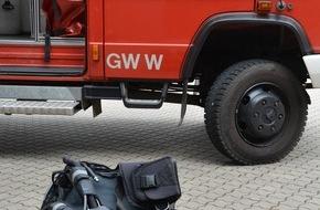 Feuerwehr Mülheim an der Ruhr: FW-MH: Ruhr: Kleinkind stürzt in die Ruhr/Nur leichte Verletzungen.