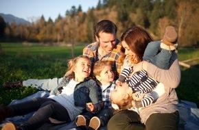 DVAG Deutsche Vermögensberatung AG: Drei wichtige Versicherungen für Paare und junge Familien / 2014 wurden über 700.000 Babys geboren - fünf Prozent mehr als im Vorjahr / Wichtig für junge Familien: Schutz vor existenziellen Risiken