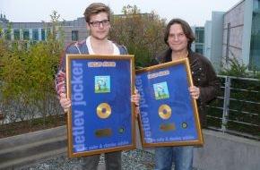 Menschenkinder Verlag: Wenn der Vater mit dem Sohne - Detlev Jöcker und sein Sohn Aaron bekommen eine Goldene Schallplatte