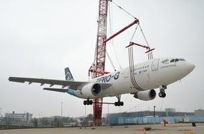 Flughafen Köln/Bonn GmbH: Airbus schwebt am Haken