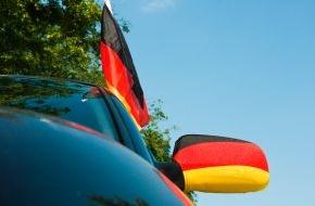CosmosDirekt: Flagge zeigen - So wird die Fußball-WM kein laues Lüftchen