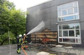 Feuerwehr Mülheim an der Ruhr: FW-MH: Gebäudebrand/Fassadenbrand