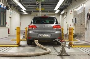 ADAC: Umrüstung von VW-Fahrzeugen im ADAC-Test wirksam / 2-Liter-Diesel im Abgastest: Weniger NOx-Emissionen, keine relevanten Änderungen bei Leistung und Verbrauch nach dem Softwareupdate