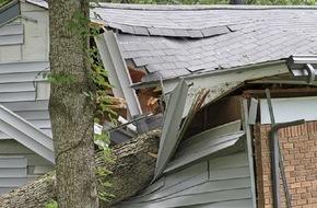 CosmosDirekt: Versicherungsschutz bei Sturmschäden: Die wichtigsten Fragen und Antworten (FOTO)