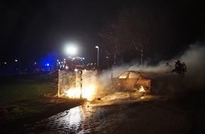 Freiwillige Feuerwehr Menden: FW Menden: PKW nach Feuer Totalschaden