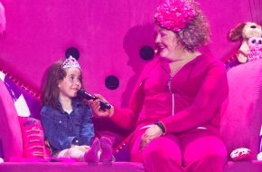 SAT.1: Pinke Geschenke: Cindy aus Marzahn sorgt für Prinzessinnen-Nachwuchs