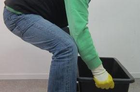 Berufsgenossenschaft der Bauwirtschaft: Arbeit auf der Baustelle: Hilfsmittel und richtige Körperhaltung entlasten den Rücken (FOTO)