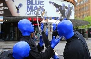 Stage Entertainment Berlin: BLUE MAN GROUP? eröffnet das Champions Festival der UEFA Champions League / Auftritt am 5. Juni 2015 am Brandenburger Tor