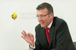 """DFV Deutsche Familienversicherung AG: Pflege-Vorsorge: """"Es ist noch immer 5 vor 12!"""" / Philipp J.N. Vogel, Vorstand der DFV Deutsche Familienversicherung AG, zur geplanten Neuordnung der Pflege"""
