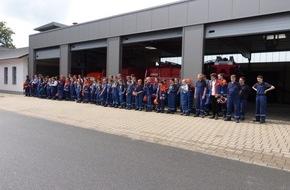 "Feuerwehr Arnsberg: FW-AR: Arnsberger Jugendfeuerwehr löscht den ""Brennpunkt"""
