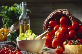 Costa Kreuzfahrten: Costa Kreuzfahrten führt neue regionale Menüs an Bord ein / Authentische italienische Küche erleben