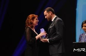 """Sky Deutschland: Strahlende Sieger beim 6. Mira Award: Monica Lierhaus, der Sender Fox und die Serie """"Gomorrha"""" ausgezeichnet"""