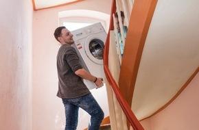 HUK-Coburg: Umziehen - mehr als Möbelschleppen / Eine Haftpflichtversicherung schützt, wenn beim Wohnungswechsel nicht alles rundläuft