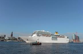 Costa Kreuzfahrten: Costa Kreuzfahrten auf den Hamburg Cruise Days 2015 / Großes Costa Feuerwerk bei den Landungsbrücken