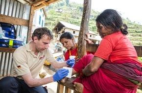Johanniter Unfall Hilfe e.V.: Johanniter-Helfer kehren aus Nepal zurück / Nach der Soforthilfe weitere Hilfsaktivitäten geplant (FOTO)