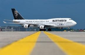 Messe Berlin GmbH: Iron Maiden parkt auf der ILA 2016 / Leadsänger Bruce Dickinson fliegt den Jumbo-Jet persönlich