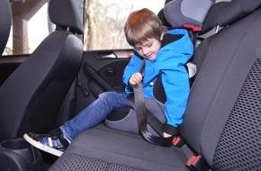 HUK-Coburg: Tipps für den Alltag / Kind immer im Blick haben / Eltern müssen darauf achten, dass Kinder während der Autofahrt angeschnallt bleiben