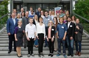 Amgen GmbH: Stipendiatentag bei Amgen / Landtagsabgeordneter Berthold Rüth sieht aktive Stipendienkultur als dringende Aufgabe