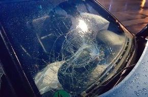 Freiwillige Feuerwehr Bedburg-Hau: FW-KLE: Verkehrsunfall endet in Gartenzaun. Drei Verletzte.