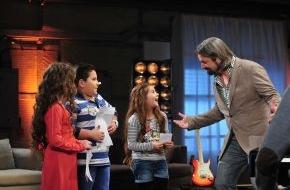"""SAT.1: Duell der kleinen Giganten: Larissa (8), Emmie Lee (8) und Salvatore (10) bezaubern beim süßesten """"The Voice Kids""""-Battle aller Zeiten"""