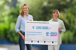 Plan International Deutschland e.V.: Toni Garrn übergibt 100.000-Euro-Scheck an Plan / International bekanntes Model unterstützt Bildungsprojekt in Afrika
