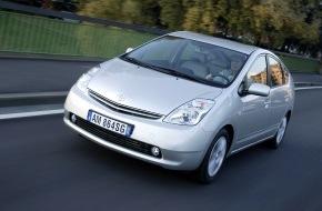 Toyota Schweiz AG: Die internationale Autofachpresse zeigte Kompetenz: Toyota Prius glanzvoll zum «Auto des Jahres 2005» gewählt
