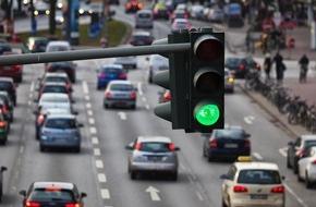 """BG ETEM - Berufsgenossenschaft Energie Textil Elektro Medienerzeugnisse: Betriebsziel Verkehrssicherheit / Magazin """"etem"""" zeigt, was Unternehmen tun können, um die Sicherheit ihrer Beschäftigten im Straßenverkehr zu verbessern."""