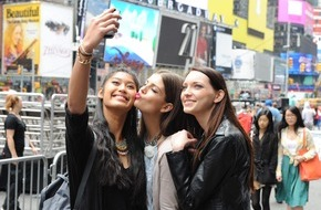 "ProSieben Television GmbH: Die ""Germany´s next Topmodel""-Finalistinnen machen Selfies in New York"