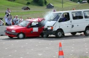 AXA Winterthur: Crash test 2015 / Furgoni - un carico di rischi (IMMAGINE)