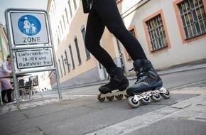 HUK-Coburg: Skaten: Vorsicht ist besser als Nachsicht / Inlineskater gehören zu den Fußgängern - in der Regel müssen sie mit Schrittgeschwindigkeit auf Bürgersteigen fahren