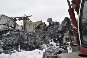 FW-KLE: Abschlussmeldung: Brand eines kunststoffverarbeitenden Betriebs im Gewerbegebiet Bedburg-Hau