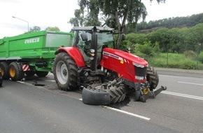 Polizeipräsidium Trier: POL-PPTR: Verkehrsunfall mit Traktor brachte Verkehr zum Erliegen
