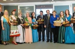 Bundesvereinigung der Erzeugerorganisationen Obst und Gemüse e.V. BVEO: Vitamine für die Kanzlerin: Deutschlands Apfelköniginnen zu Gast im Kanzleramt