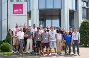 medi GmbH & Co. KG: Hauptsponsor medi begrüßt das Basketball-Team von medi bayreuth zur offiziellen Einkleidung